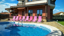 "Villa ""Golf and Relax"" for 8 people, with heated private pool and BBQ area."